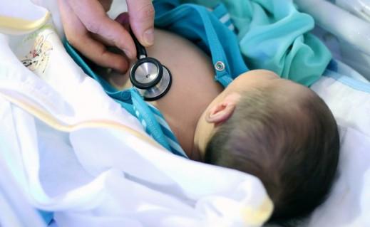 Surveillance du nouveau-né à la sortie de la maternité de Tours Chambray ou Chinon